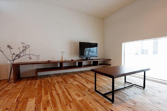 このTVボードの幅には驚くと思いますよ(^_-)-☆造り付け家具の良さがわかる一品ですね!!